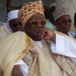 アフリカ人はテレビの中に部族の太鼓の音を聞く